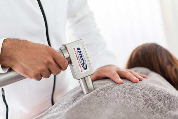 Behandlung mit DMS-Massagegerät