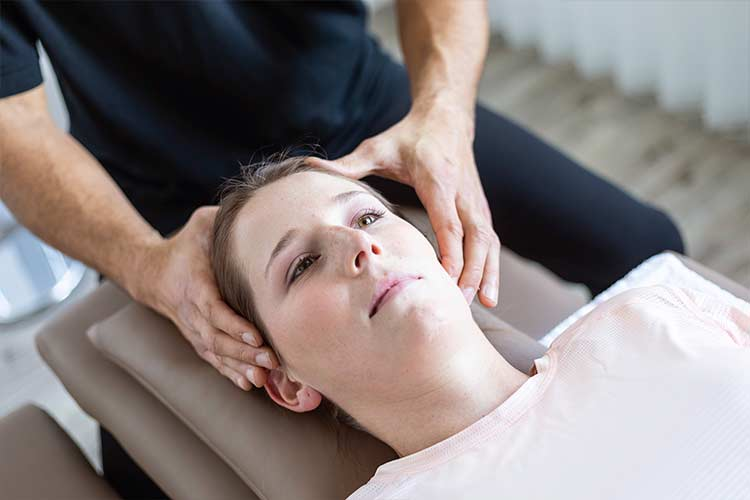 Manuelle Therapie am Kiefergelenk im PTA Center Stuttgart
