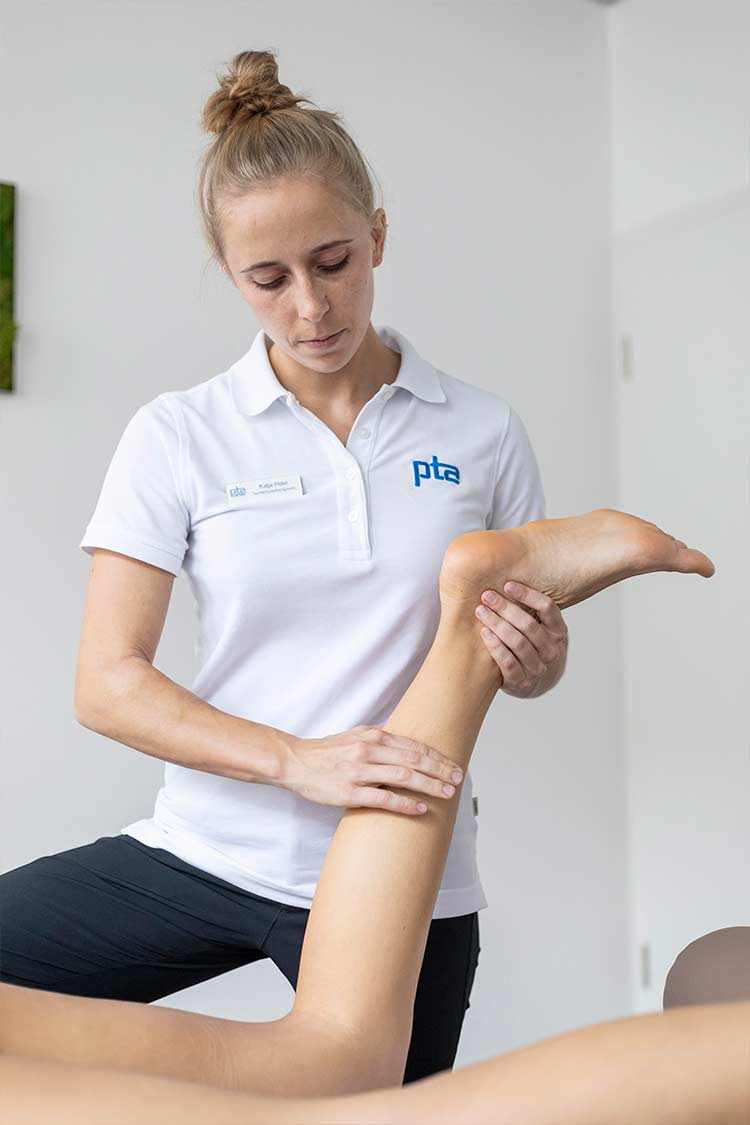 Sportmassage am Wadenmuskel im PTA Center Stuttgart