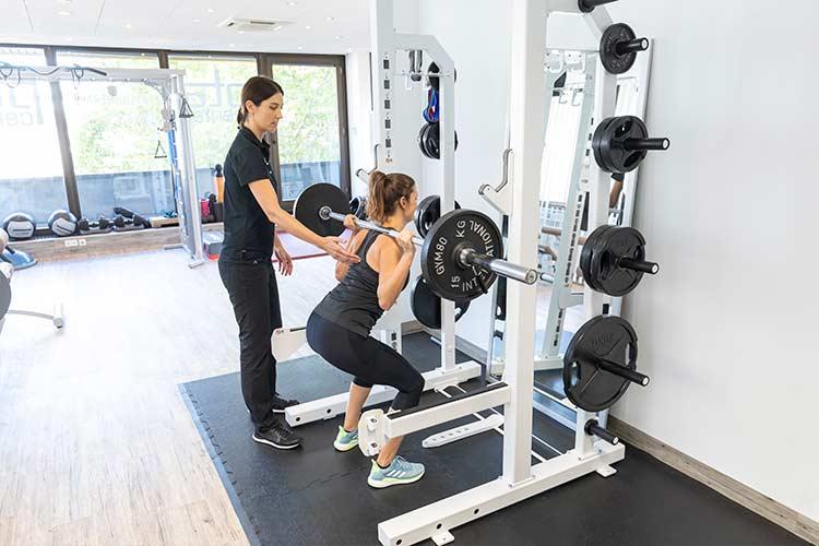 Personal Training mit Unterstützung von Trainern und Therapeuten